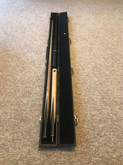 Snooker cue with extensions and casse