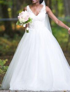 Robe de mariée style princesse, petite taille, couleur ivoire
