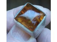 GENTLEMENS HEAVY VINTAGE SOLID SILVER RING & CUFFLINKS WITH REAL AMBER STONES