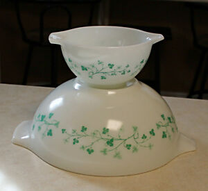 Vintage Pyrex Ivy Chip & Dip Bowl Set