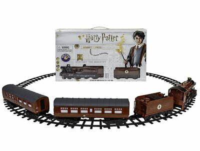 Lionel Harry Potter Hogwarts Express Battery-Powered Train Set 32 Pieces