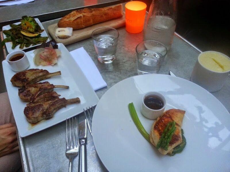 Abendessen im der Bar Kong. Unfassbares Ambiente und angemessener Preis. Pro Hauptgang ca 30€.