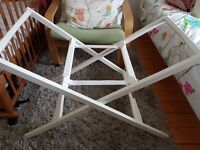 Reduced price : Mamas & Papas deluxe moses basket/carry cot stand, great condition