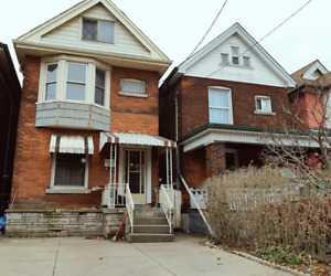 Central Hamilton Charming Home. Large 3 Bedroom Single Family