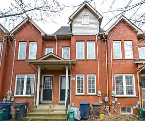 Executive Townhouse in the heart of Junction, 3 beds & 3 baths