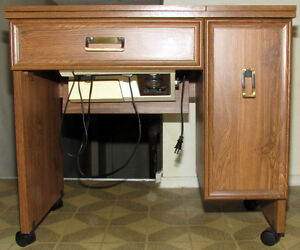 Kenmore convertible free arm sewing machine, complete w/ stand. Kitchener / Waterloo Kitchener Area image 3