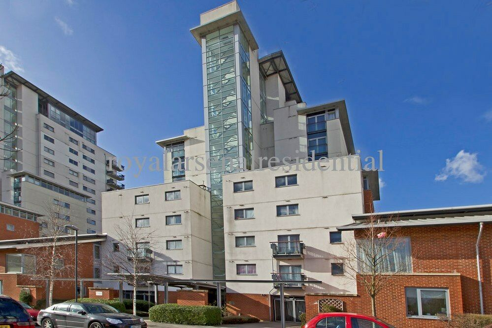 2 BED 2 BATH OVERLOOKING THE THAMES. AVAILABLE NOW