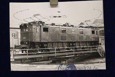 großes org. s/w Foto Lok E- Lok 116 006 BW Freilassing am 5.4.1977 Drehscheibe