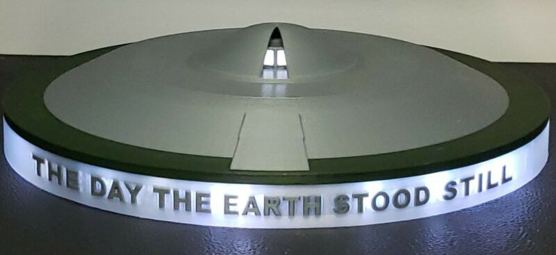 """""""The Day the Earth Stood Still"""" UFO/Flying Saucer (landed with lights) - large"""