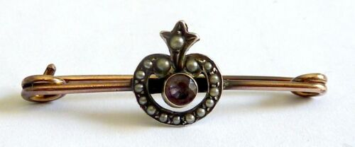A VICTORIAN 18CT ROLLED GOLD STOCK PIN BROOCH WITH SEED PEARLS & AMETHYST