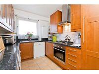 4 bedroom flat in Peckwater Street, Kentish Town NW5