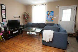 STUDENTS! 6 BEDROOMS, NO MORE CABS!!! THE BEST LOCATION!! London Ontario image 2