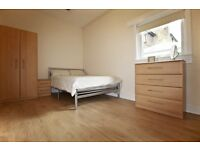 Large One Bed room Flat with spacious living room in Camden £325 pw