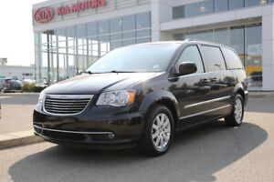 2015 Chrysler Town & Country Touring-L FULLY LOADED!!!