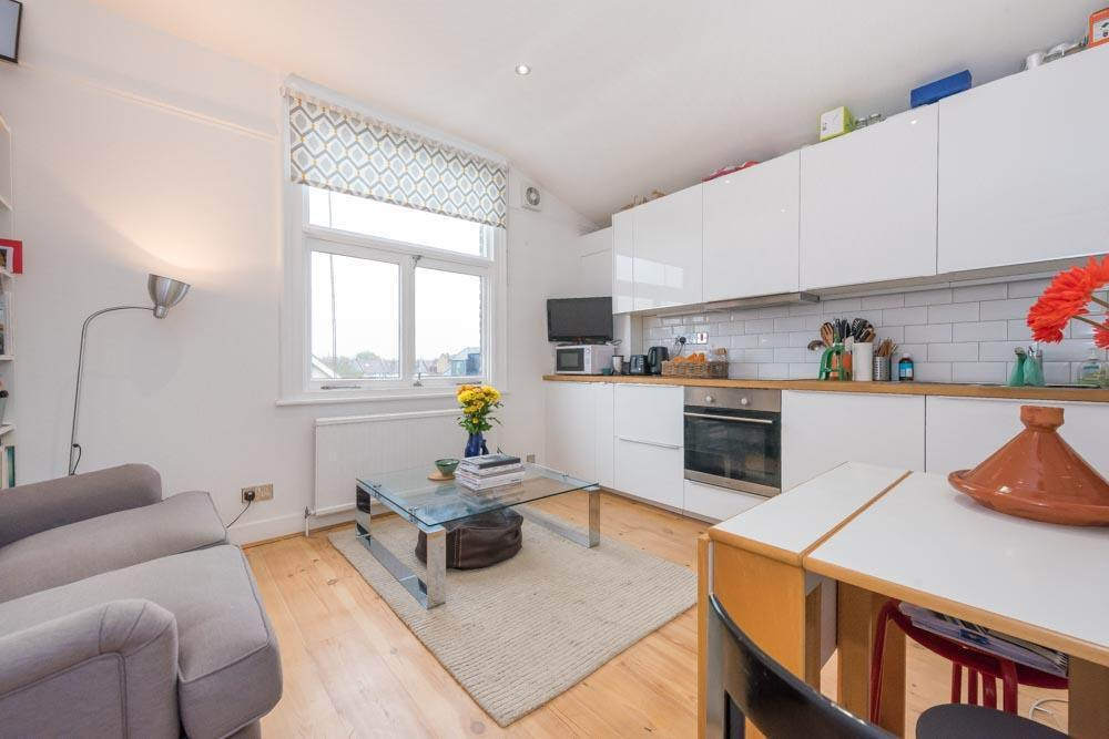 1 bedroom flat in Holland Road, London, NW10