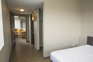 Walk to Laurier - 5-Bed Group Leases - Furnished/Free WIFI!