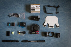 Canon 5D MK3 + 2 Batteries GRIP + charger + cables + accessories light diffuser