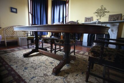GORGEOUS Dining table, ornate, extendable, 6 chairs. Westmead Parramatta Area Preview