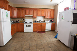 STUDENTS! 6 BEDROOMS, NO MORE CABS!!! THE BEST LOCATION!! London Ontario image 4
