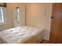 Double studio in Camden close to Belsize Park tube. All bills included. Excellent condition.