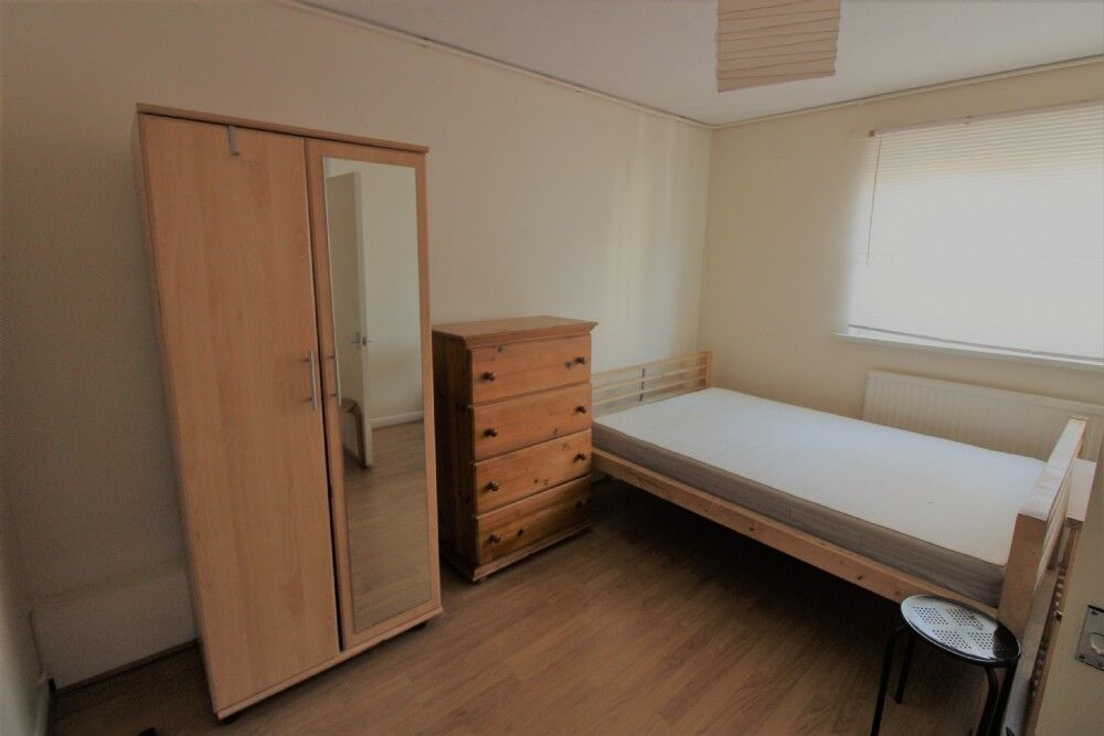 3 bedroom flat in Including heating and gas!!!Eversholt Street, Euston, NW1