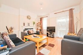 SPACIOUS 4 BEDROOM APARTMENT MOMENTS FROM CHALK FARM UNDERGROUND & A SHORT WALK TO HAMPSTEAD HEATH