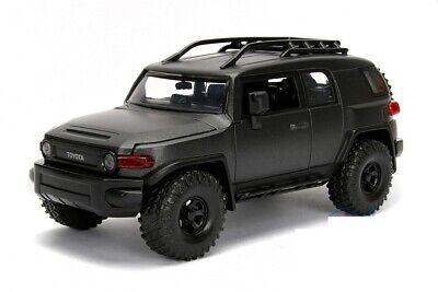 Jada Just Trucks Series: Toyota FJ Cruiser ( Black ) 1/24 Scale MODEL car