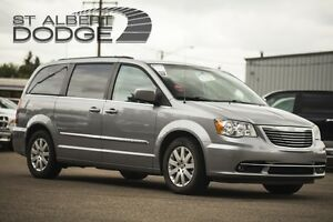 2013 Chrysler Town & Country TOURING.