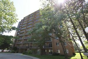 Royal Oak Towers - Berkshire Apartment for Rent Sarnia Sarnia Area image 2