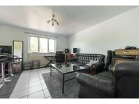 2 bedroom flat in Cornmow Drive, London, NW10