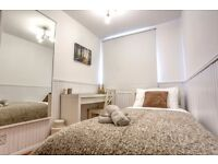Large double room with private balcony! Book your viewing now!