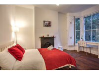 Beautiful double room in classic town house in Kennington! Call now to book a viewing!