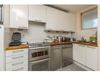 3 bedroom flat in Phoenix Road, Kings Cross NW1