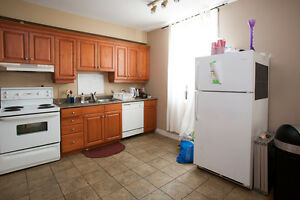 STUDENTS! 6 BEDROOMS, NO MORE CABS!!! THE BEST LOCATION!! London Ontario image 3