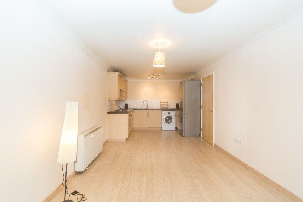 modern 2 bed 2 bath ** roof terrace ** 1 min to raynes park station ** open plan ** offers **