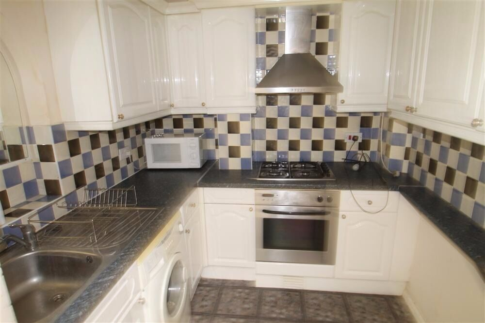 BEAUTIFUL THREE BEDROOM WITH GARDEN HOUSE IN TOOTING AVAILABLE NOW! CALL NOW TO VIEW!