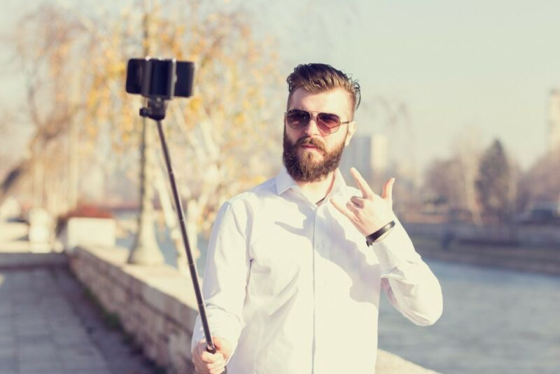 Selfie, Selfie in der Hand, wer ist der Schönste im ganzen Land?