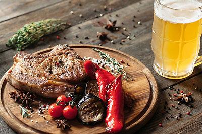 Noch wichtiger als der Bier nebendran ist das Getränk in der Marinade. (© Thinkstock via The Digitale)