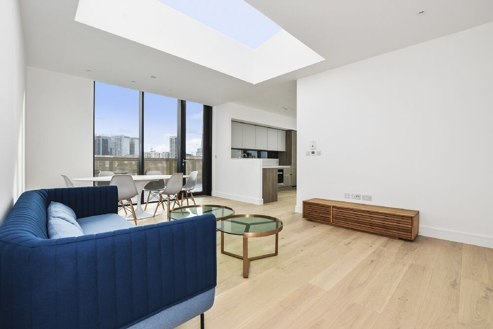 //--3 Bedroom Pent House --In Shoreditch //