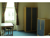 Double room in Hillhead FEMALE share available in the begining of May
