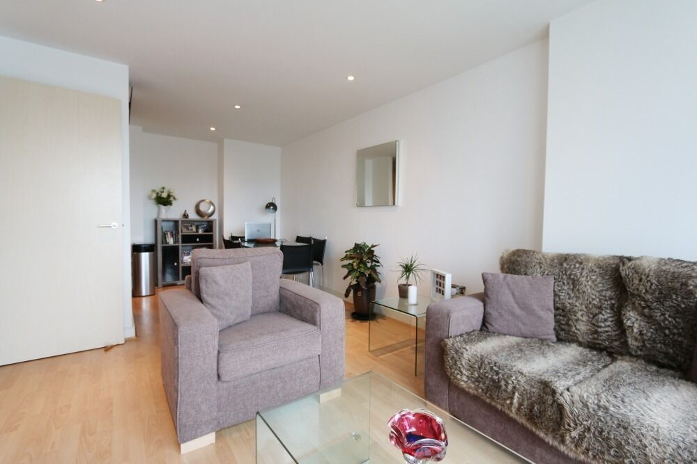 TWO bedroom TWO bathroom flat in WESTGATE APTS, E16, balcony, porter, GYM, SPACIOUS rooms, FURNISHED