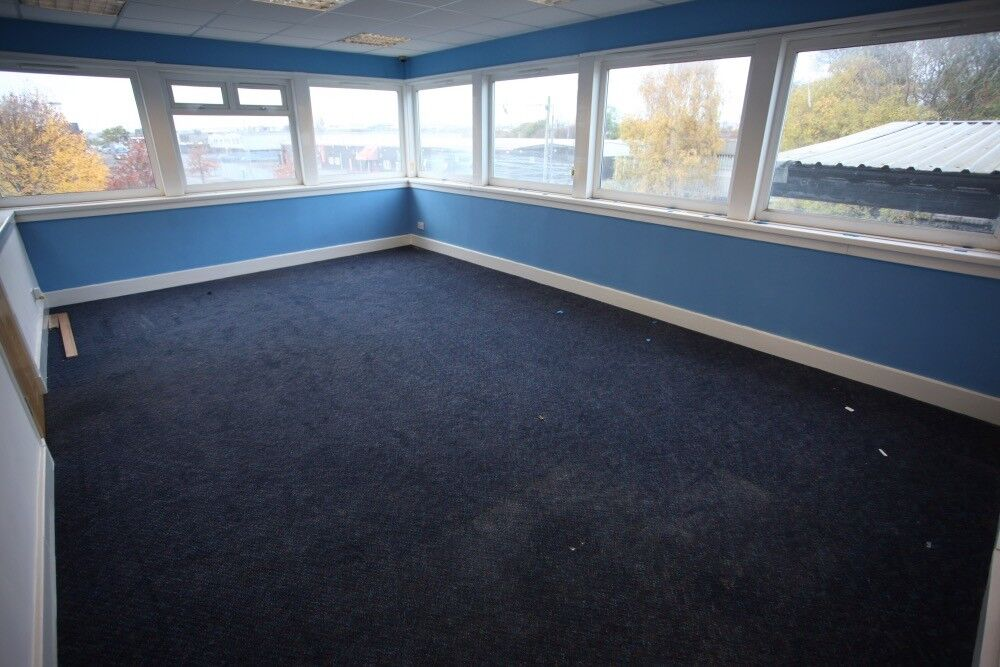 BRIGHT OFFICE/ ROOM TO RENT, on the first floor, in Oatlands near M74