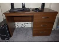 Sturdy desk, walnut finish