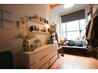 Stunning En-suite Room with Garden view in Awesome Warehouse - Stoke Newington! OOHH!