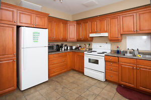 STUDENTS! 6 BEDROOMS, NO MORE CABS!!! THE BEST LOCATION!! London Ontario image 5