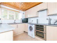 2 bedroom flat in Baker Street, Enfield