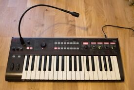 Korg R3 Synth Synthesiser With Vocoder and Mic, Great Condition