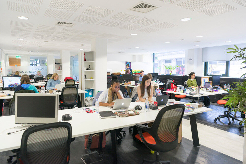 Desk Flexible Work Space Mentoring Startups Support Events