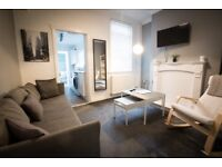 Stylish and modern double bedroom in a student house by Teeside University (All inclusive)