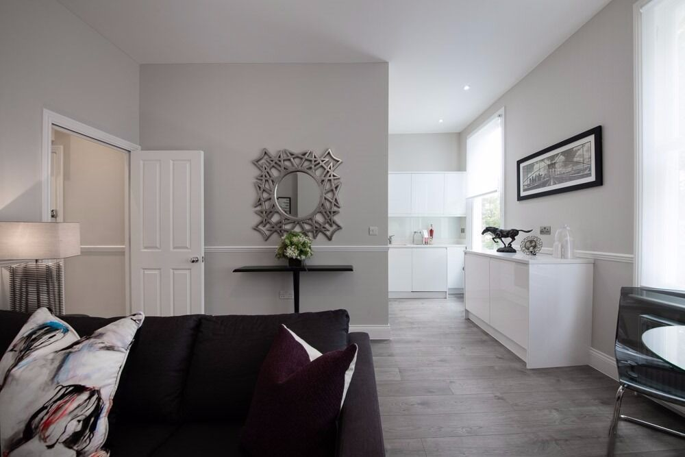 Rosendale Road affords easy access to the transport link at West Dulwich as well as local shopping.